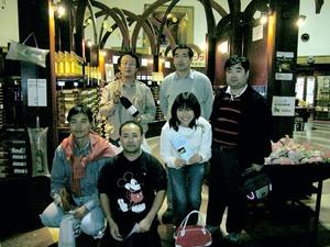 DSCN0073日本スペースガード協会の高橋先生をか囲んで海老名天文同好会とぶどうの丘で記念撮影.jpg